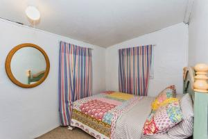 Guest House Bedroom photos large group family vacation rentals