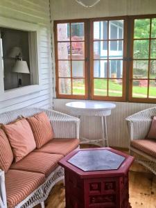 Guest House Cottage Porch  photos large group family vacation rentals
