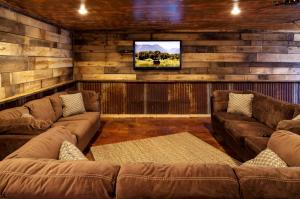 tv room photos large group family vacation rentals
