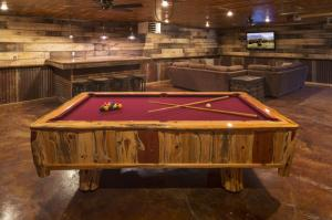 pool table cabin photos large group family vacation rentals