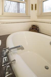 bathtub photos large group family vacation rentals