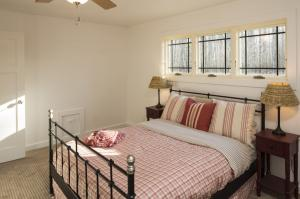 Back Bedroom photos large group family vacation rentals